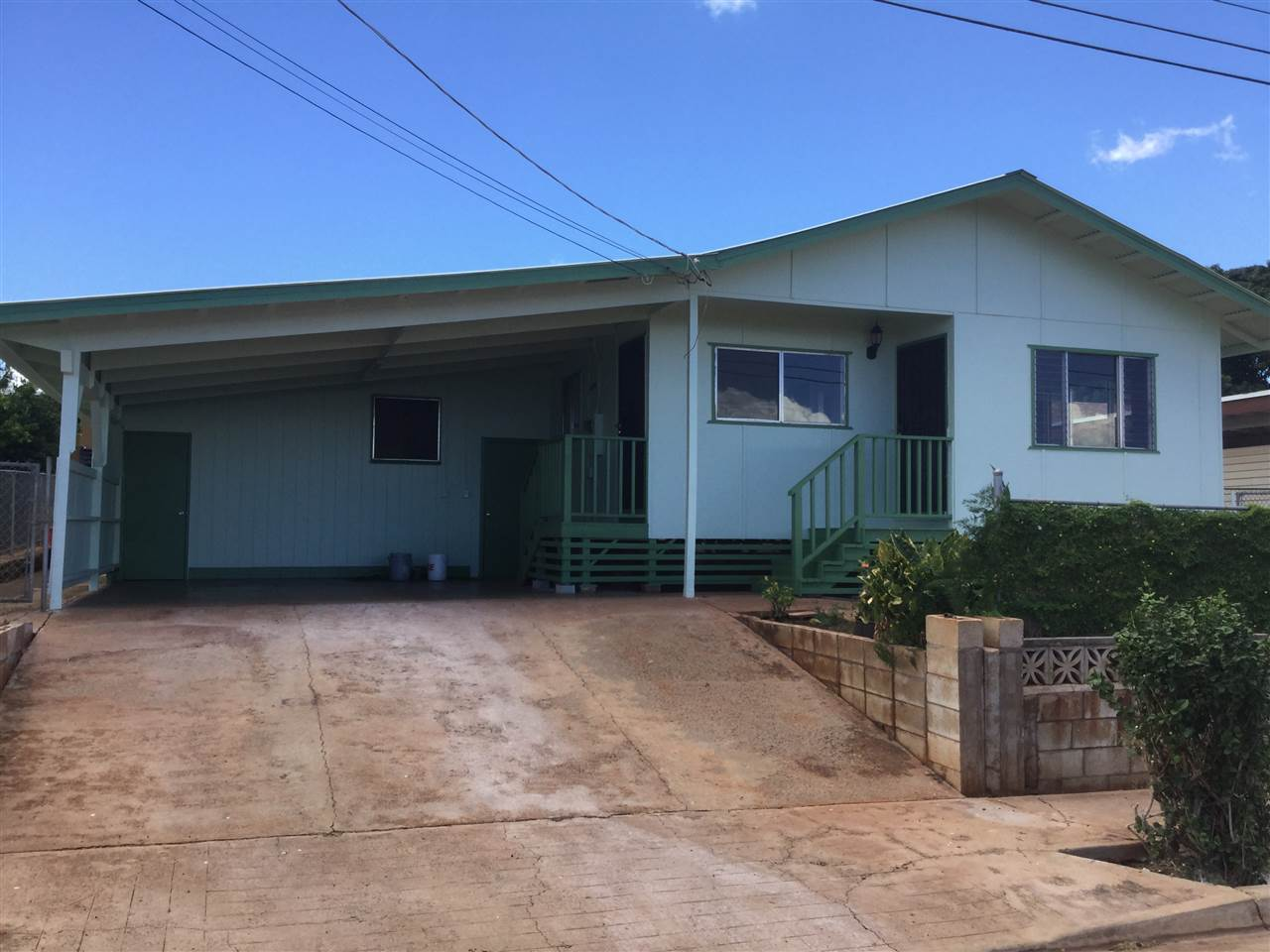 271  Lamaloa St , Molokai home - photo 1 of 16